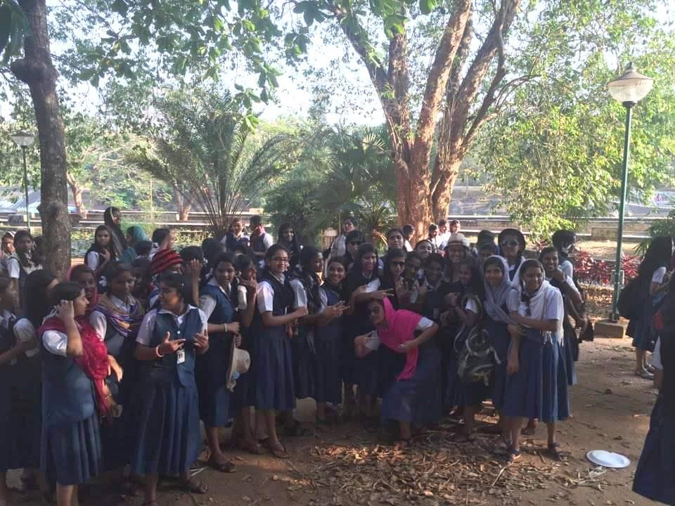 Asaltata de un grup de fete de la o scoala locala